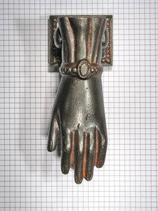 Deurklopper hand, ijzer geroest