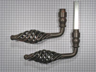Set deurkrukken ijzer geroest opengewerkt klein