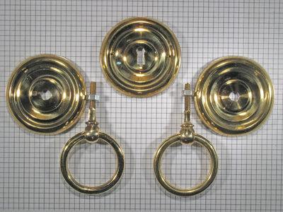 Set kabinetbeslag geelmessing met holle ring